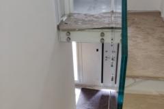 Parapetto scala con borchie acciaio e vetro - Pianoro